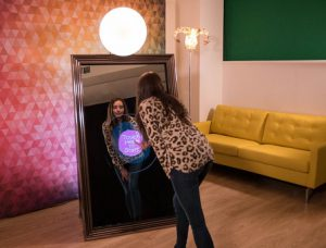 mirror_booth